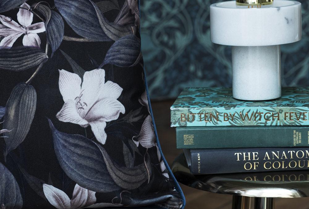 Agena s'est associé à Darlingmind Studio pour composer sa nouvelle collection de papiers peints et textiles numériques BOTANEE